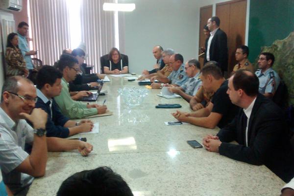 Representantes da PM e do Corpo de Bombeiros se reúnem com a cúpula da segurança pública do RN para discutir benefícios para a categoria