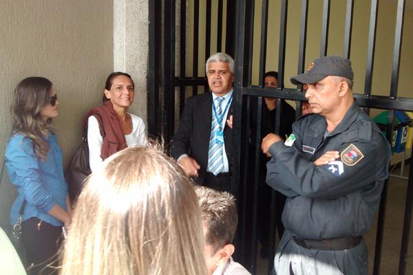 Com apoio da Polícia Militar, MP cumpre mandados de busca e apreensão na Assembleia Legislativa do RN; servidores foram barrados na entrada do prédio