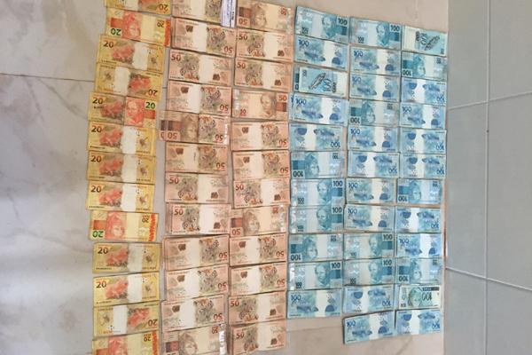 Polícia apreendeu quase R$ 59 mil e vários documentos na casa da tabeliã substituta de São Gonçalo do Amarante; de acordo com o delegado, dinheiro deve estar no cartório