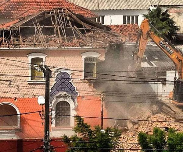 Casarão de relevância cultural na paisagem da cidade, foi  demolido na manhã de sábado