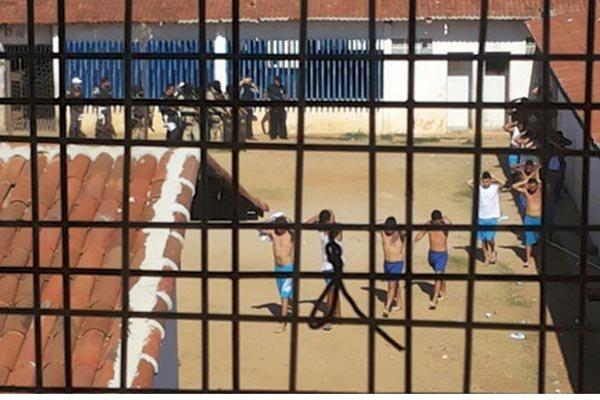 Clima foi de tensão e confronto durante a tarde e parte da noite no presídio 'Pereirão' em Caicó