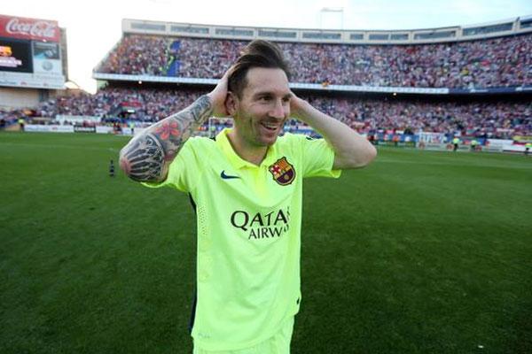 Lionel Messi conquistou os prêmios de melhor jogador da Europa e de gol mais bonito