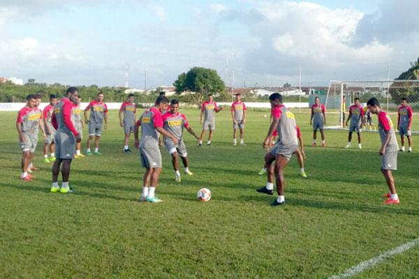 O América treina no CT de Parnamirim para o duelo contra o líder Vila Nova, na Arena