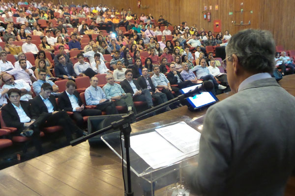 O jornalista Paulo Henrique Amorim participou do lançamento da campanha no Centro de Convenções