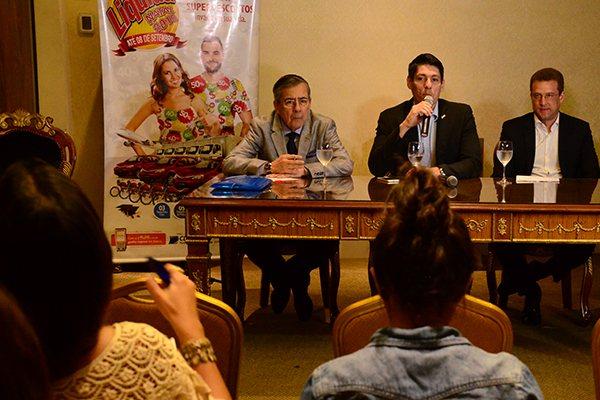 Detalhes foram apresentados, com a presença do jornalista Paulo Henrique Amorim (à esquerda)