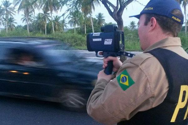 Inspetores realizam fiscalização nas rodovias que cortam o país
