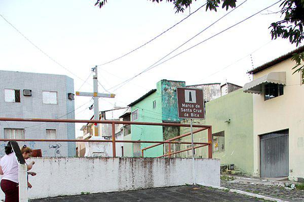 Praça da Santa Cruz da Bica está abandonada