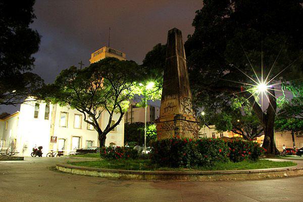 Na André de Albuquerque, monumentos que indicam a fundação da cidade estão pichados e sem placas de informações