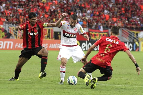 O Flamengo teve um homem a mais a partir dos 23 minutos do primeiro tempo