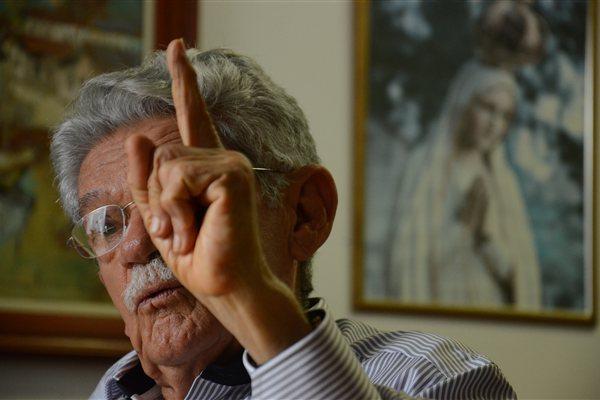 Aos 87 anos de idade, o advogado seridoense Manoel de Brito fala do sofrimento que o sertanejo passa por falta de iniciativa dos governos em tirar do papel obras estruturantes de combate à seca