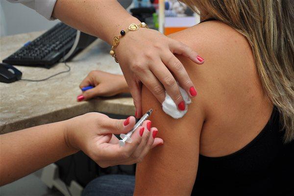 A vacina protege contra quatro subtipos de HPV, sendo dois responsáveis por 70% dos casos de câncer do colo do útero