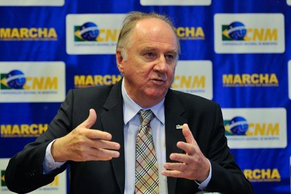 Presidente da Confederação, Paulo Ziulkoski alerta para as projeções decrescentes do Fundo Participação
