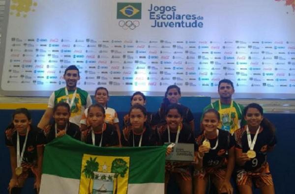 As meninas do Expansivo conquistaram o título na categoria de 12 a 14 anos