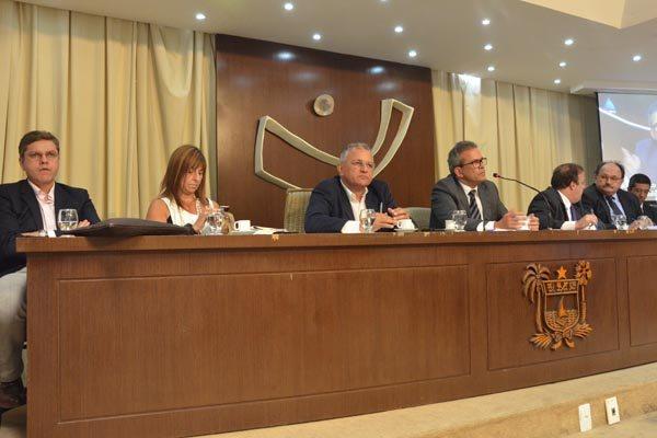 José Marcelo e Marjorie Madruga, respresentaram a Procuradoria, na formação da mesa de debate