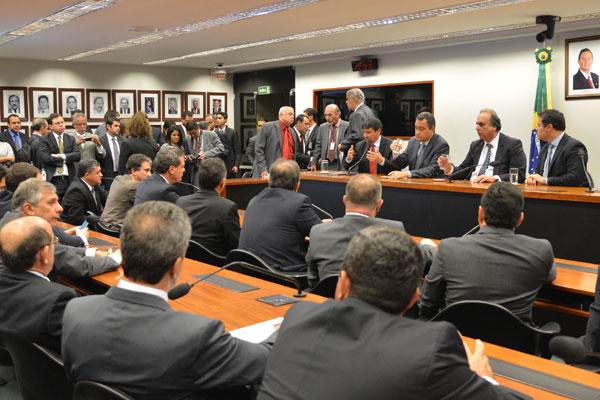 Governadores de oito estados vão ao Congresso Nacional para pedir a aprovação da nova CPMF com uma alíquota de 0,38%