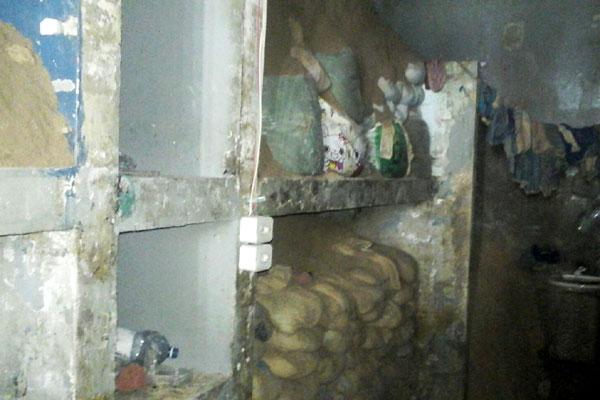 Detentos escondiam terra escavada em sacos dentro das celas