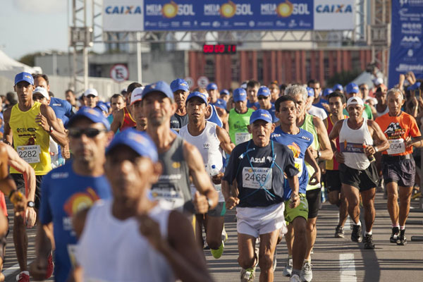 Além de participar da prova com a melhor estrutura e percursos de Natal, corredor ainda contribui para amenizar a fome de carentes