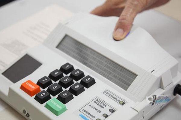 Eleitores vão as urnas no dia 2 de outubro e candidatos só podem ser votados se apresentarem o registro de receitas e despesas