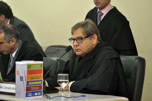 Desembargador  Cornélio Alves decidiu ontem suspender a investigação sobre esquema de fraudes na Assembleia para definir o foro responsável pela apuração da denúncia e pelo julgamento da ação