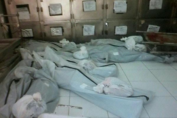 Sem espaço em câmaras frias, corpos ficaram amontoados no chão do necrotério do Itep