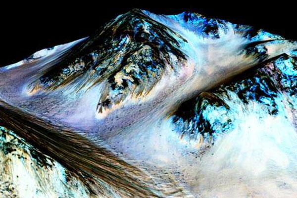 Nasa anuncia descoberta de água na superfície de Marte