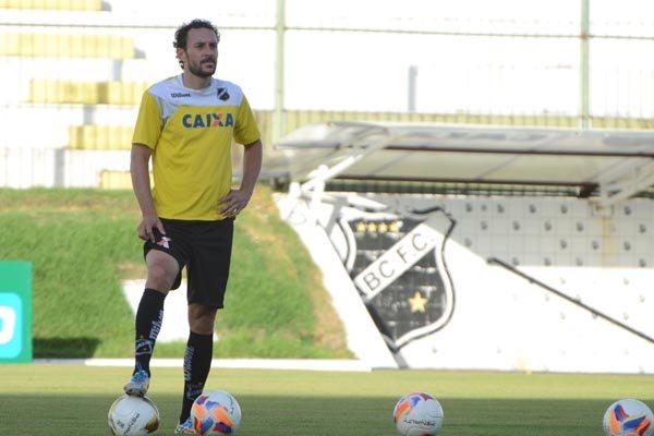 Recuperado, o zagueiro Leonardo Luiz deve ser titular no ABC