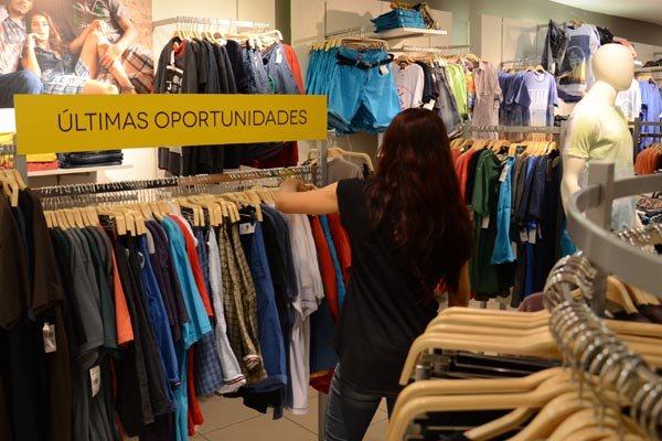 O setor de vestuário é, normalmente, um dos mais aquecidos no final do ano, mas projeção para o comércio, de forma geral, é ruim