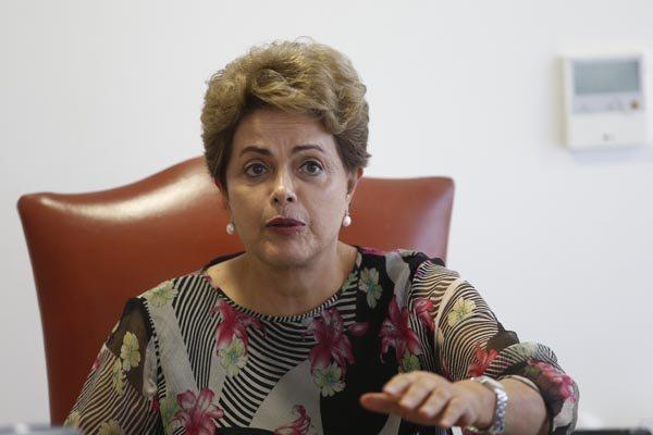 """Dilma Rousseff foi informada ontem (11) que Eduardo Cunha comandará uma """"manobra"""" pró-impeachment"""