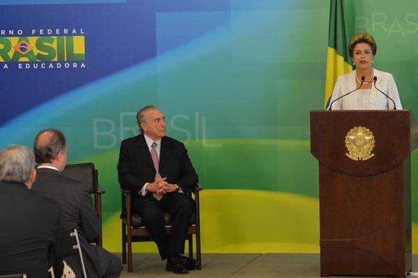 Dilma Rousseff anuncia as mudanças na equipe ministerial e as medidas para cortar gastos
