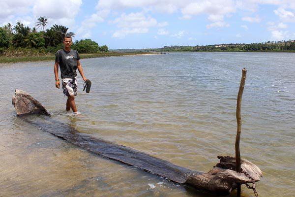 As canoas vieram à tona com a forte estiagem, em 2013