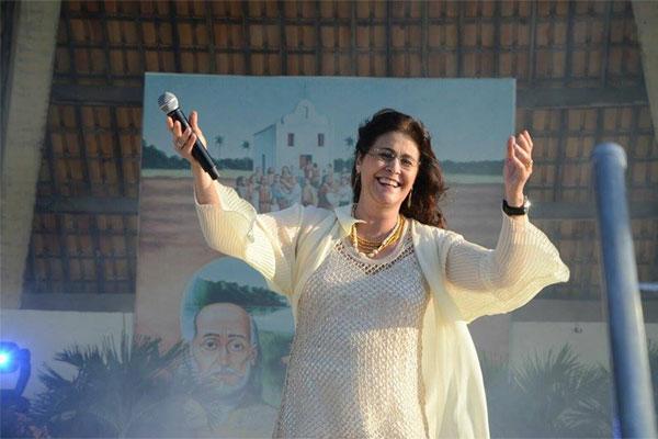 A cantora Joanna gravou um CD, em 2011, com músicas do Padre Zezinho