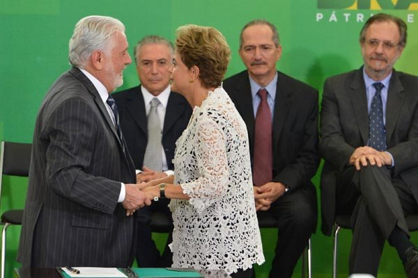 """Presidente Dilma Rousseff empossa os ministros e afirma que é """"preciso foco na eficiência"""" e cuidado com as despesas"""