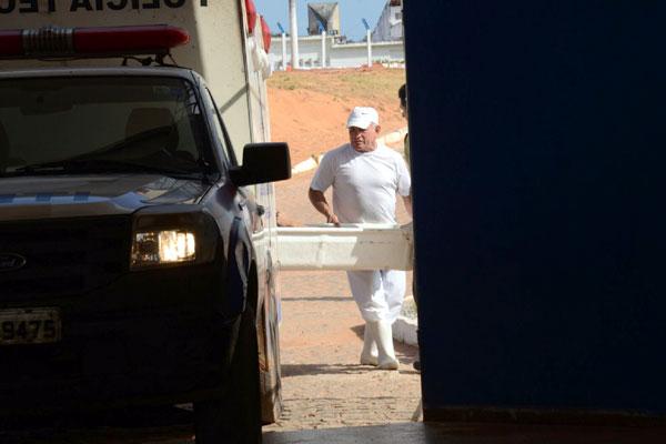 Corpo foi retirado do presídio durante a tarde por uma equipe do Itep