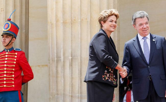 Dilma Rousseff é recepcionada por Juan Manuel Santos para tratar de acordos comerciais