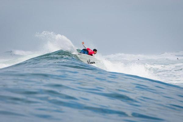 Italo Ferreira venceu o também potiguar Jadson André na repescagem, durante a etapa da França do Circuito Mundial de Surfe