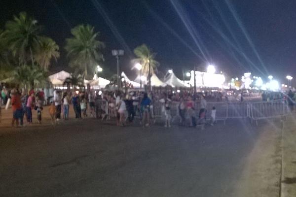 População fechou a BR-101 no trecho em frente ao Parque Aristófanes Fernandes, onde ocorre a Festa do Boi