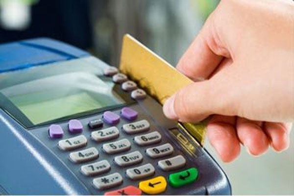 Para o rotativo do cartão de crédito, a taxa chegou a 13,59% (361,40% ao ano) em setembro,  alta de 1,65% em relação a agosto