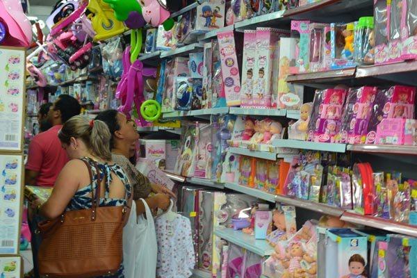 Brinquedos estão entre os produtos mais consumidos na data, mas lojista aponta queda entre 10% e 15% nas vendas este ano