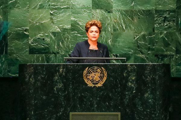 Presidente Dilma defendeu a volta da CPMF durante visita diplomática na Suécia