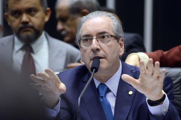 Cunha nega titularidade de contas; advogados aguardam documentos para formular defesa