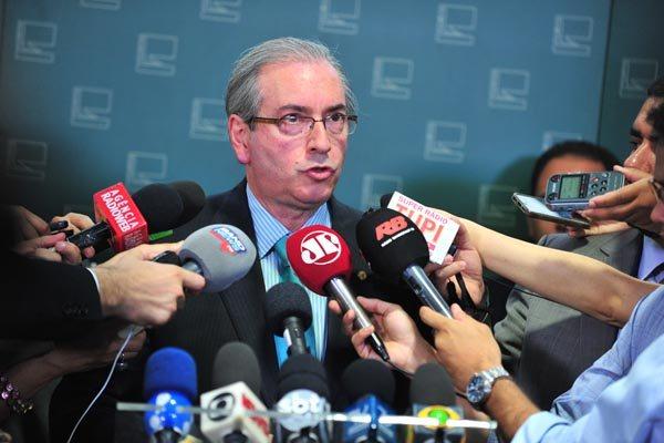 Cunha desconfia que a concentração da operação deflagrada hoje (15) pela Polícia Federal tenha como alvos integrantes do PMDB