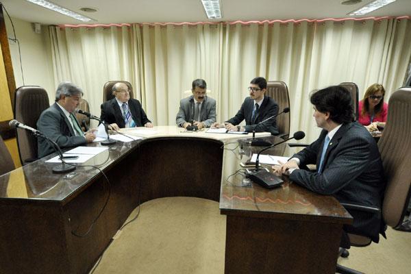 Deputados da Comissão de Finanças e Fiscalização encerram a votação dos projetos do ajuste