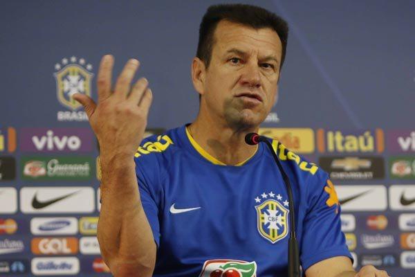 O técnico Dunga prefere fazer mistério sobre o uso de Neymar