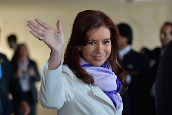 Situação da economia desgastou governo, mas Cristina Kirchner ganhou terreno no eleitorado após enfrentar 'fundos abutres'