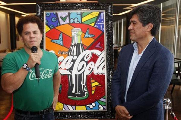O artista plástico Romero Britto e o presidente da Coca Cola no Brasil, Xiemar Zaraúja, no Rio