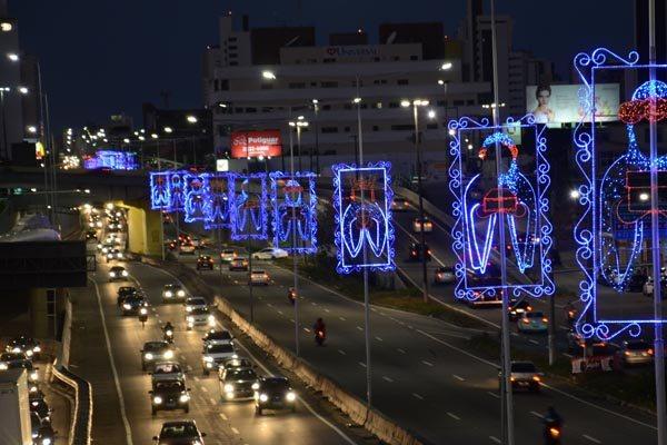Iluminação decorativa da avenida Senador Salgado Filho/Hermes da Fonseca foi acesa ontem