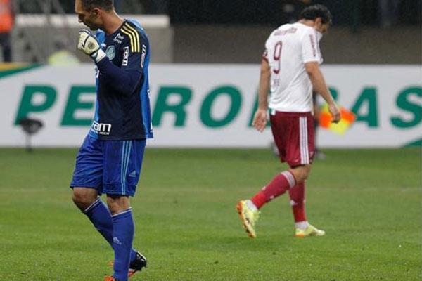 Fernando Prass e Fred foram os dois personagens da partida, o goleiro palmeirense sorriu no fim