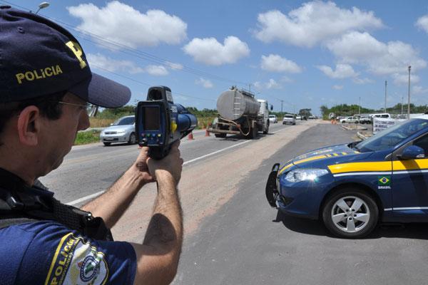 PRF vai monitorar motoristas rodovias federais durante feriadão