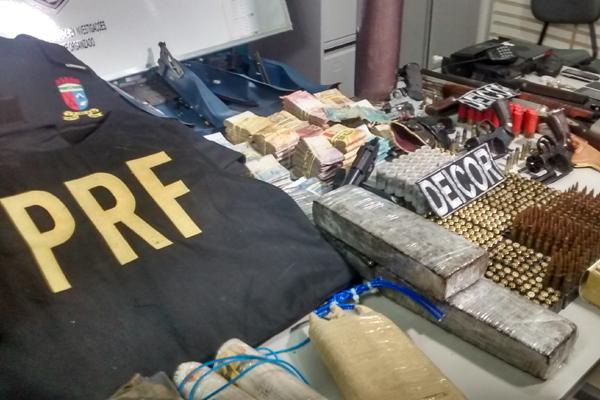 Deicor apreendeu armas, drogas, munições, fardamentos militares e de polícia, alémd e R$ 56 mil em dinheiro