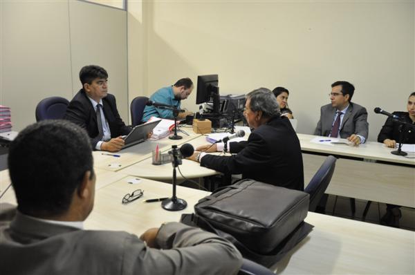 Desembargador Oswaldo Cruz Sendo ouvido pelo Juiz Ivanaldo Bezerra